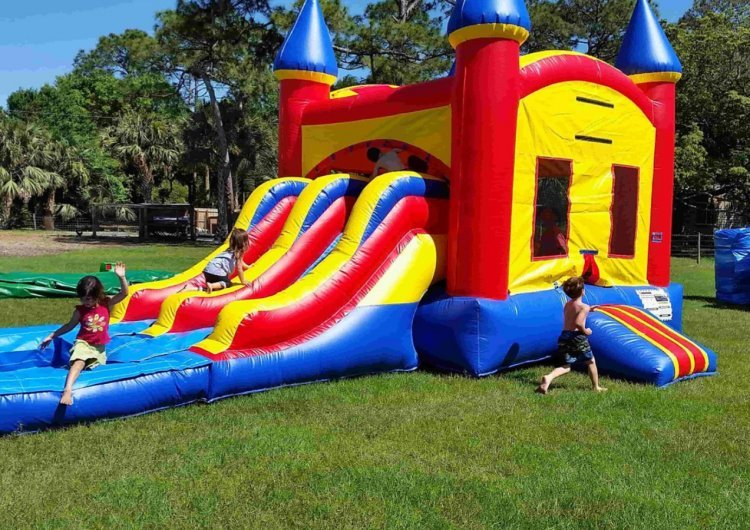 C9AF2F9D 92CF 424A BF04 C1C3257B2299 954158821 big 4 in 1 Double Slide Castle Combo